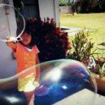 巨大シャボン玉の写真=その大きさにびっくり