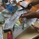 沖縄市の出前児童館でたのしい手作り楽器〈カズー〉を作ります
